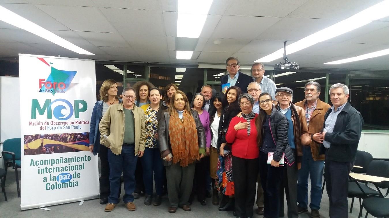 Reunión con organizaciones sociales y políticas en Bogotá