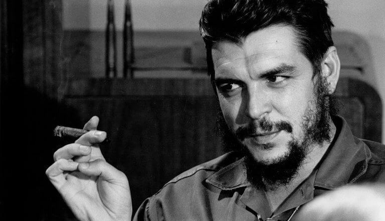 """Si usted es capaz de temblar de indignación cada vez que se comete una injusticia en el mundo, somos compañeros"""" Che Guevara"""